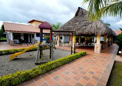 cabanas-en-villavicencio-rincon-de-apiay-parque-infantil2